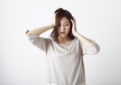 ストレスに追い込まれる現代人